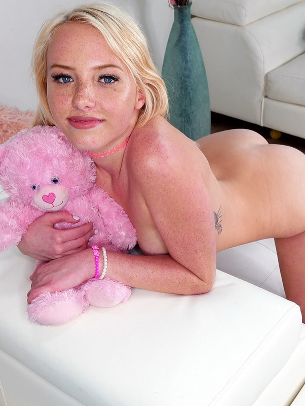 DickDrainers.com: Needs To Be Filled Up! Starring: Dixie Lynn