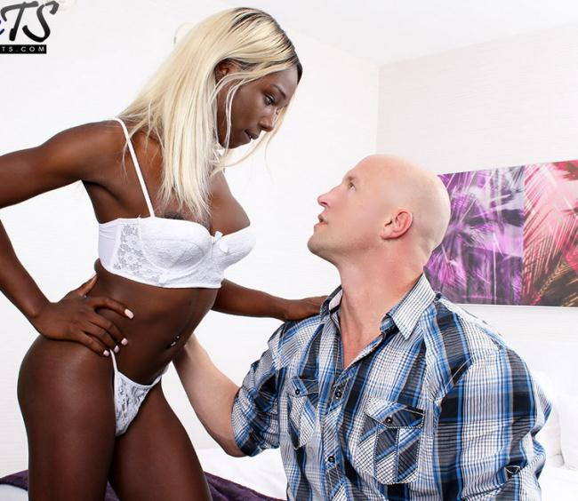 Pure-TS.com: black barbie gets hammered, creampied in Vegas Starring: Kendall Dreams
